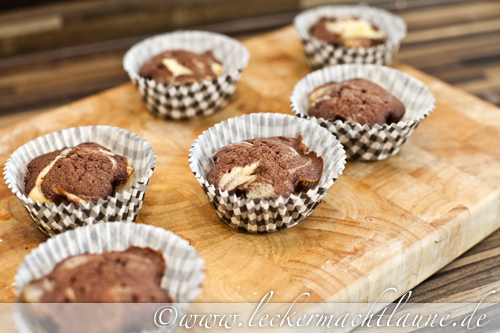 marmor cupcakes mit vanille sahne topping lecker macht laune. Black Bedroom Furniture Sets. Home Design Ideas