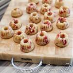 Und jetzt meins: Mini-Gugl mit Erdbeeren und Vanille...
