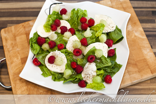 salatwoche tag 2 mozzarella melonen salat mit himbeeren lecker macht laune. Black Bedroom Furniture Sets. Home Design Ideas
