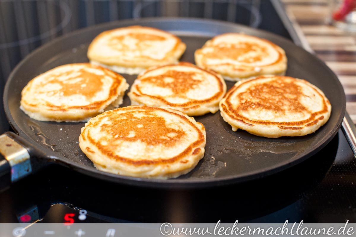 buttermilch pancakes fr hst ck lecker macht laune. Black Bedroom Furniture Sets. Home Design Ideas