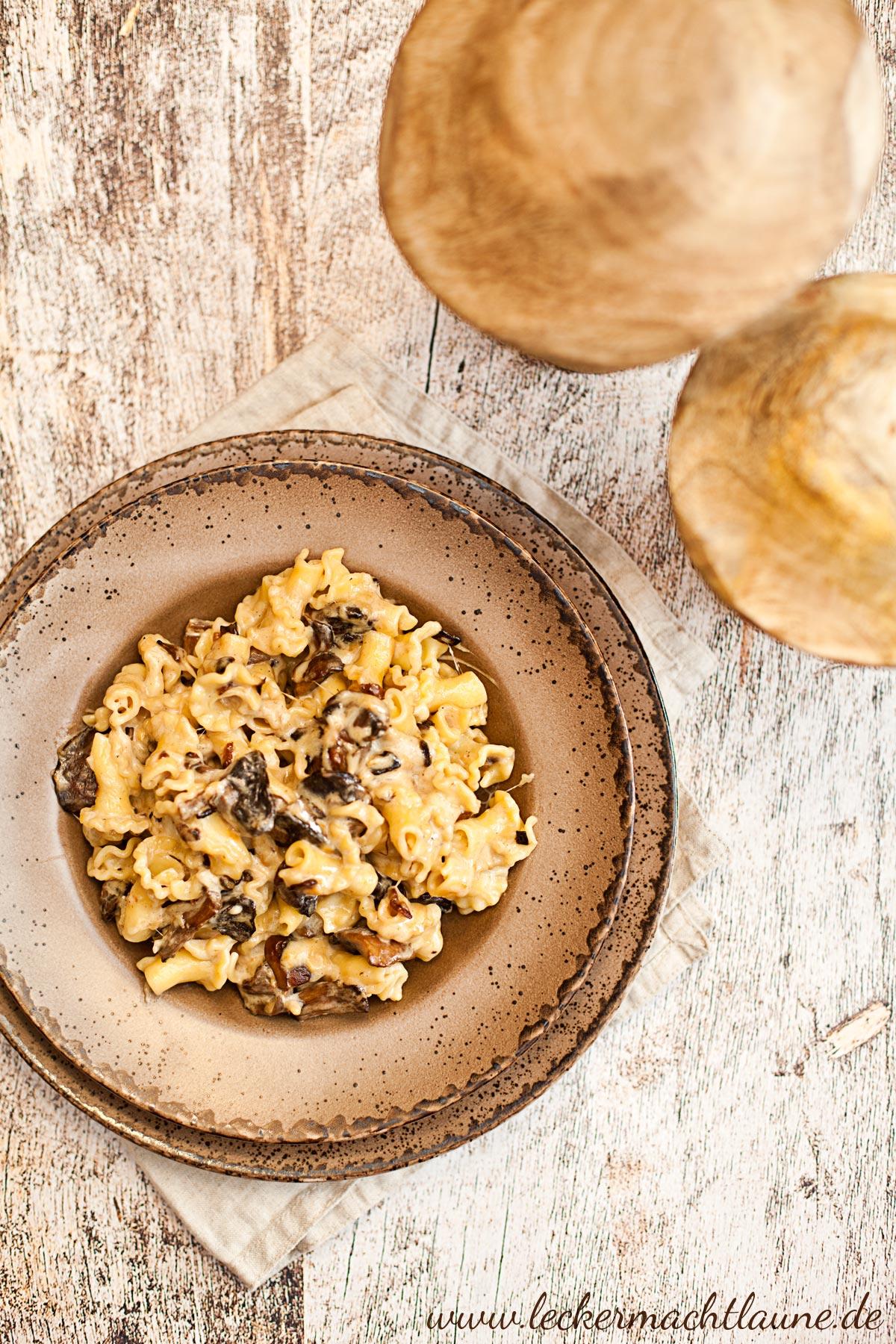 Nudeln in Pilz-Käse-Sauce {feierabendküche}