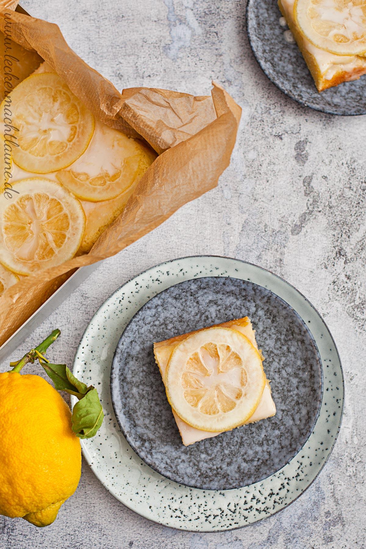 Zitronenkuchen {frisch aus dem ofen}