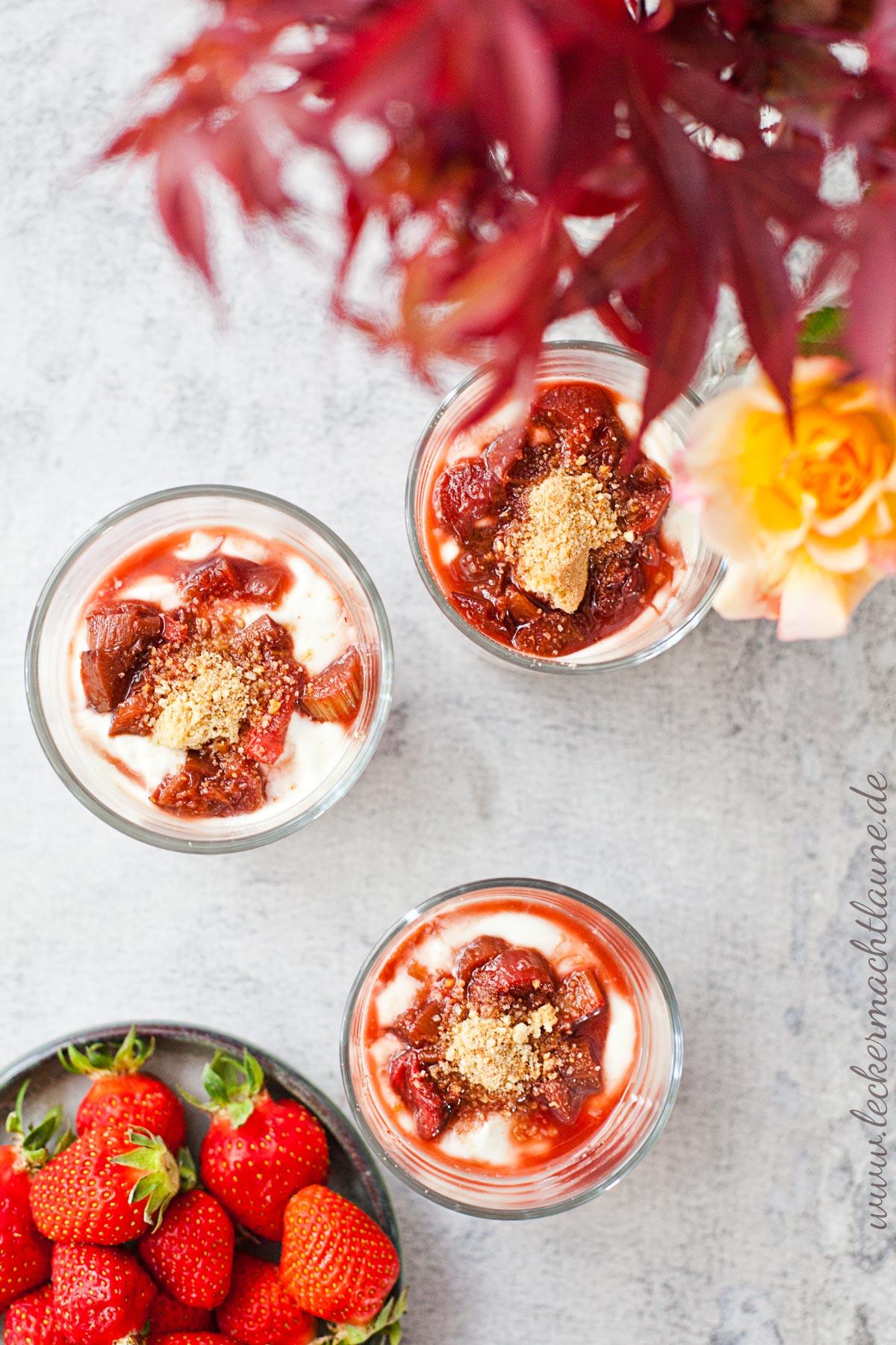 cremiges erdbeer rhabarber dessert einfach schnell lecker macht laune. Black Bedroom Furniture Sets. Home Design Ideas