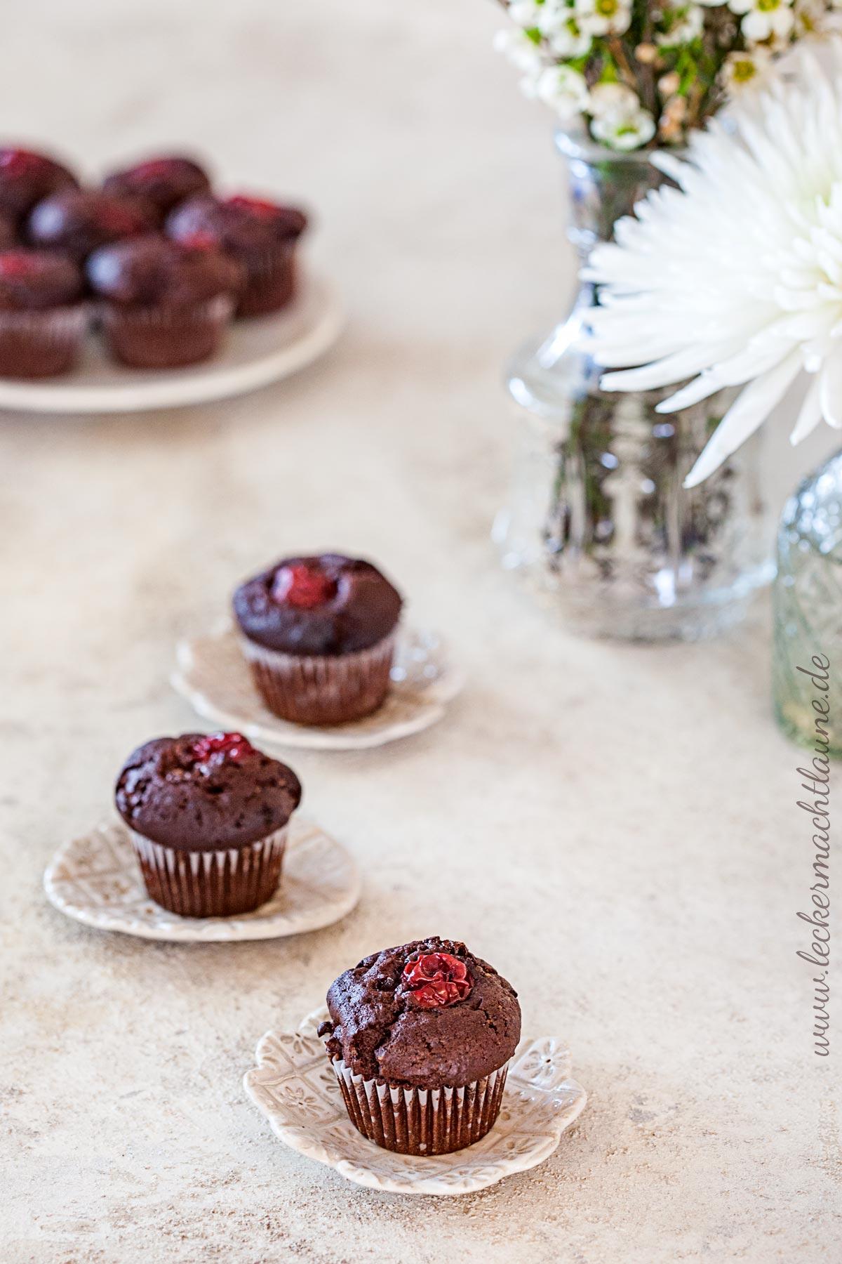 Mini-Schoko-Muffins mit Schattenmorellen   lecker macht laune