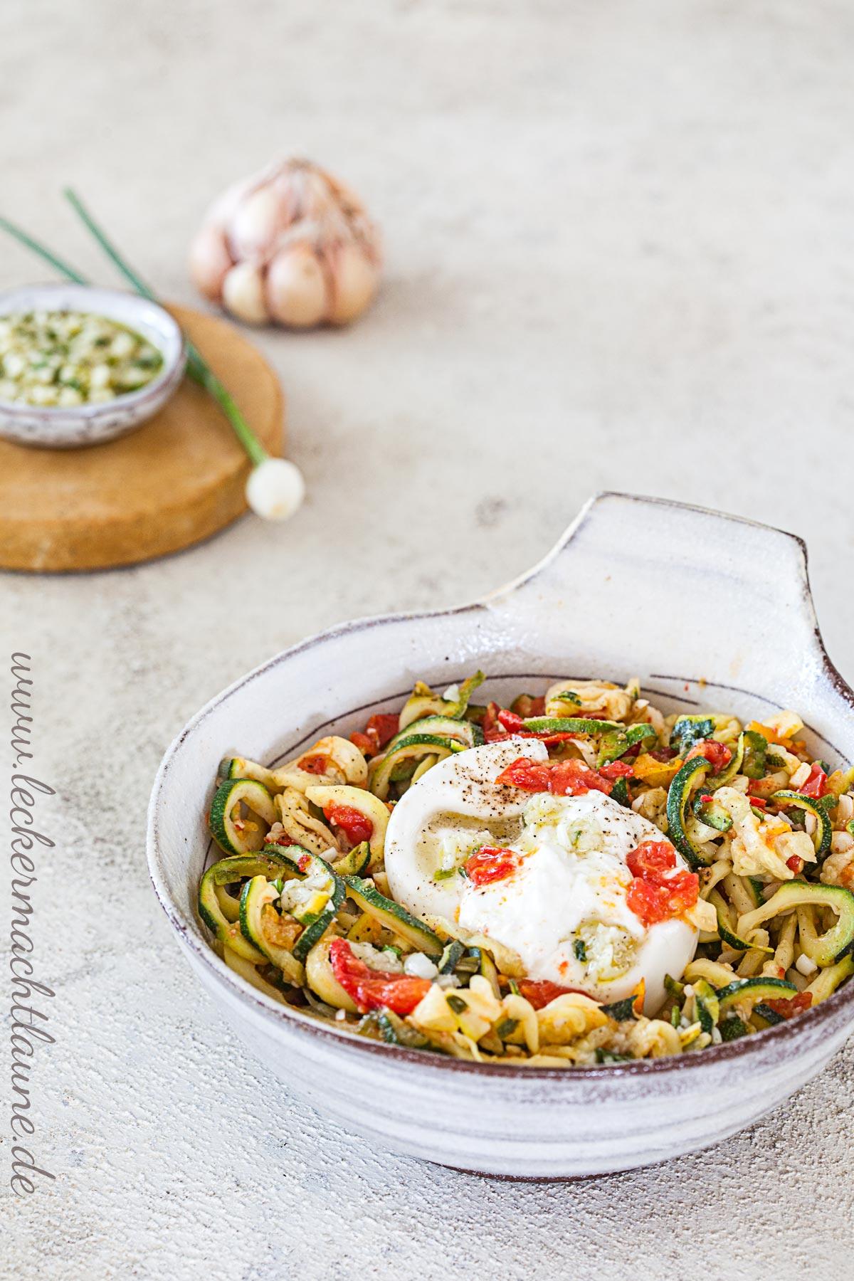 Zucchini-Spaghetti mit Burrata | lecker macht laune