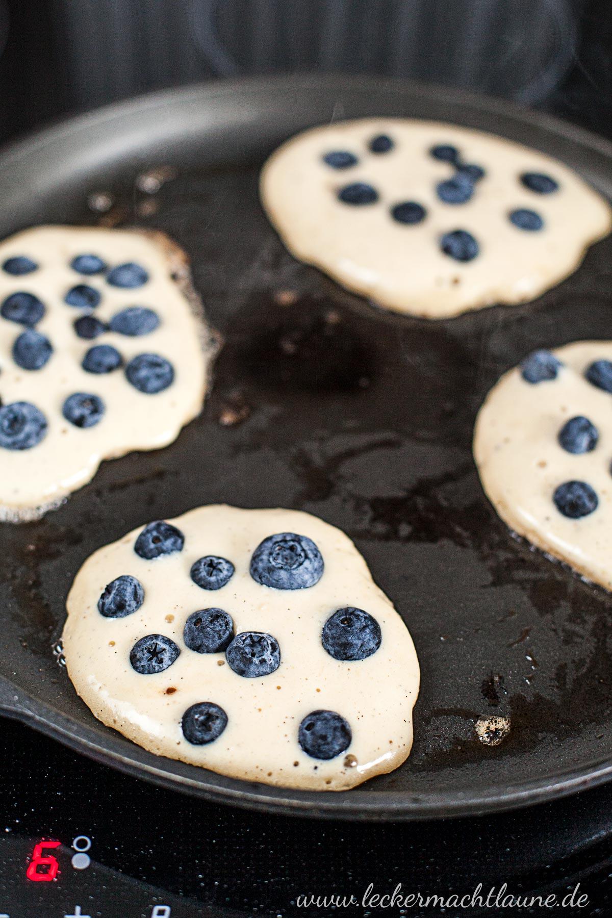 Blaubeer-Pancakes {sonntagsfrühstück} | lecker macht laune