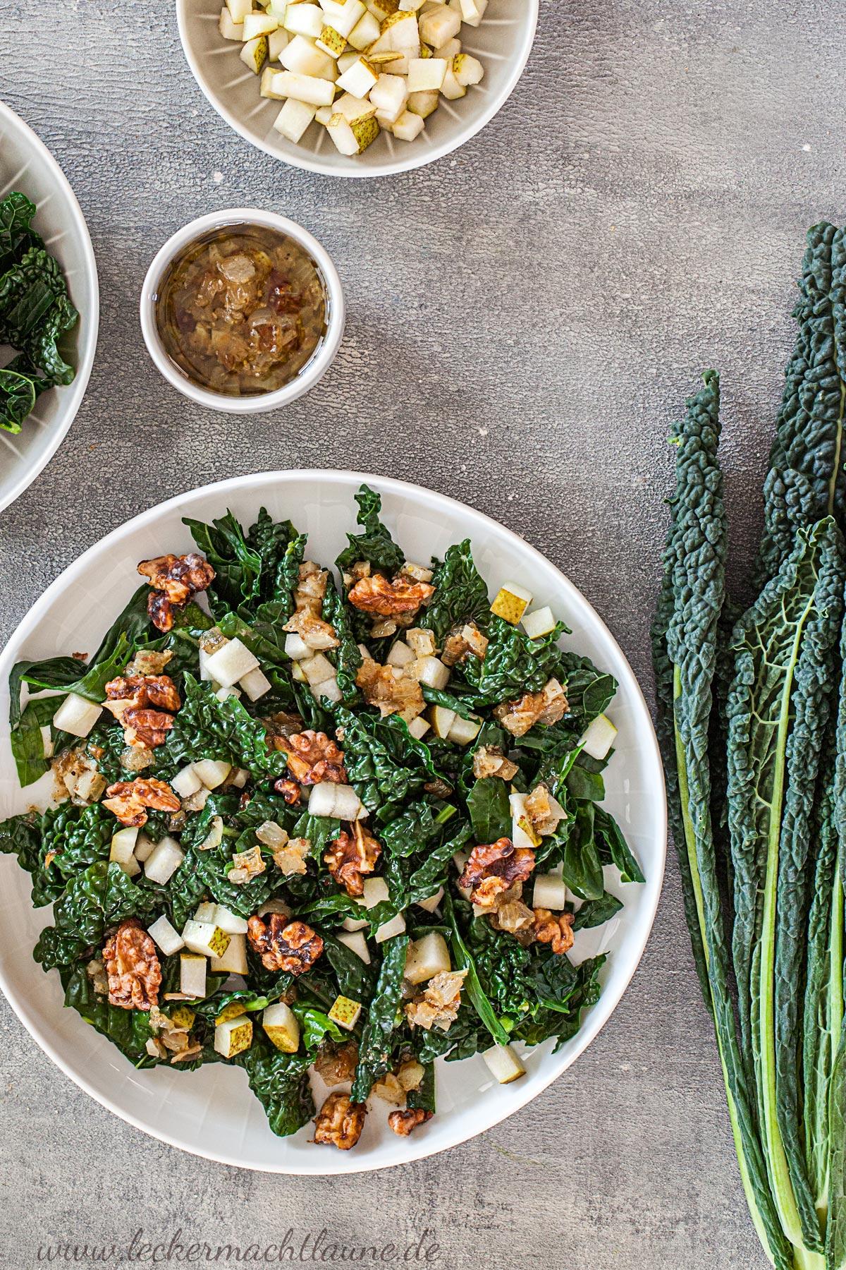 Schwarzkohl-Salat mit karamellisierten Walnüssen   lecker macht laune