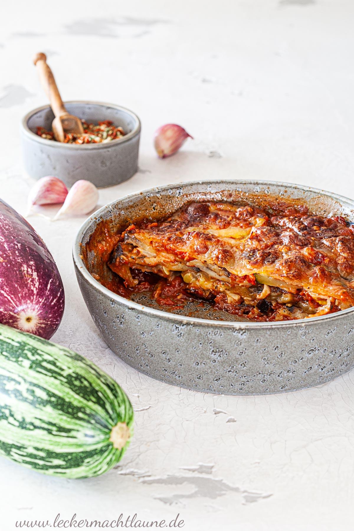 Auberginen-Zucchini-Auflauf {frisch aus dem ofen}   lecker macht laune